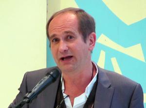 Vicent Olaso presenta 'El soroll de la pedra', a la Societat Coral el Micalet